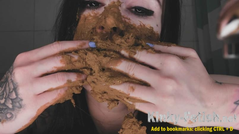 DirtyBetty - Crazy baby play with her own poo (FullHD | 2019)